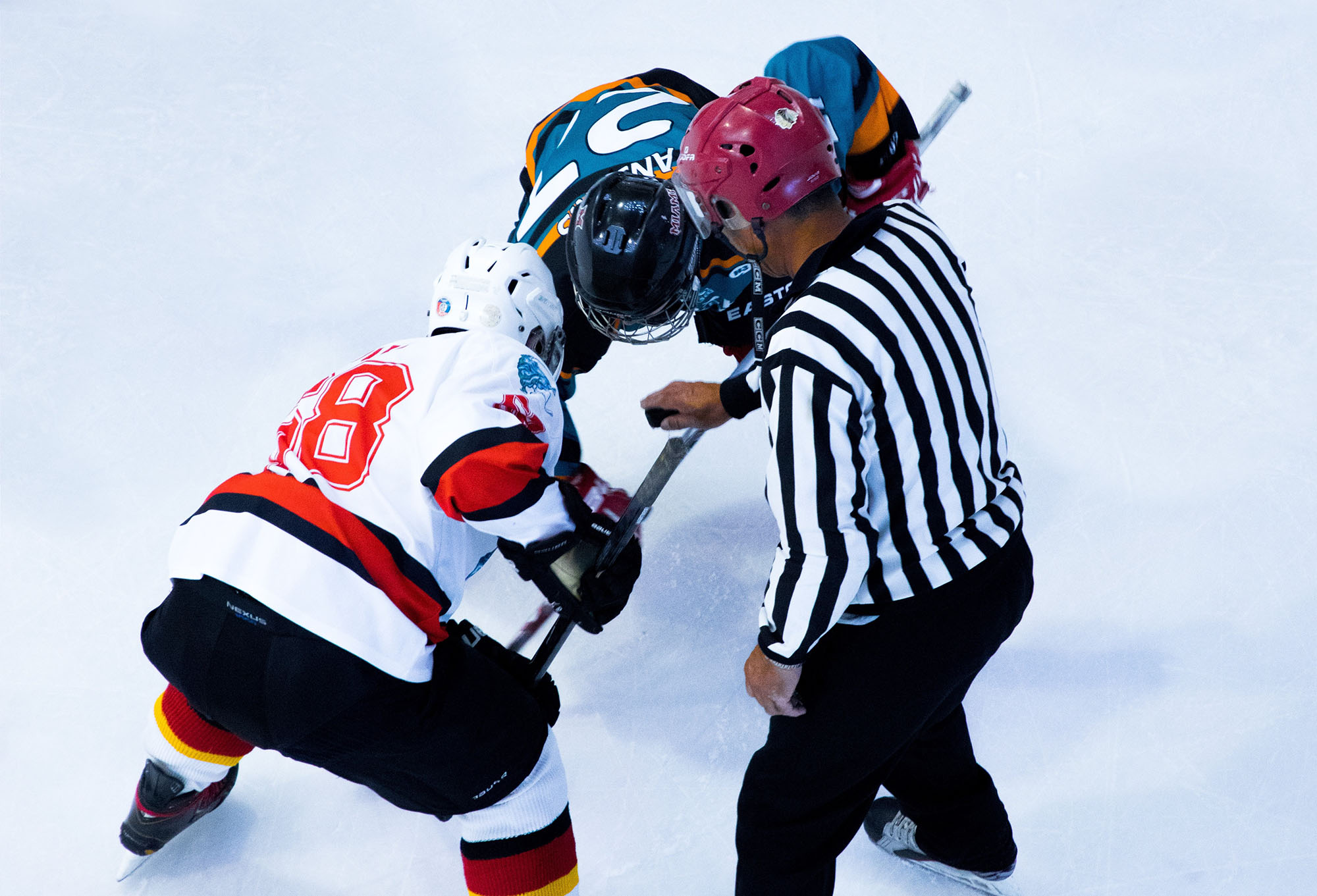 Hockey faceoff (Photo: Yifei Chen)